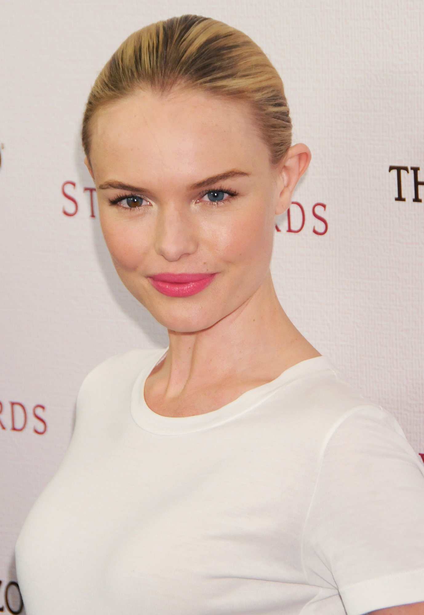 See Birthday Girl Kate Bosworth's Best Beauty Moments - The actress added a pink satin lip and hint of blush to her #flawless complexion at the 2010 Hollywood Style Awards.