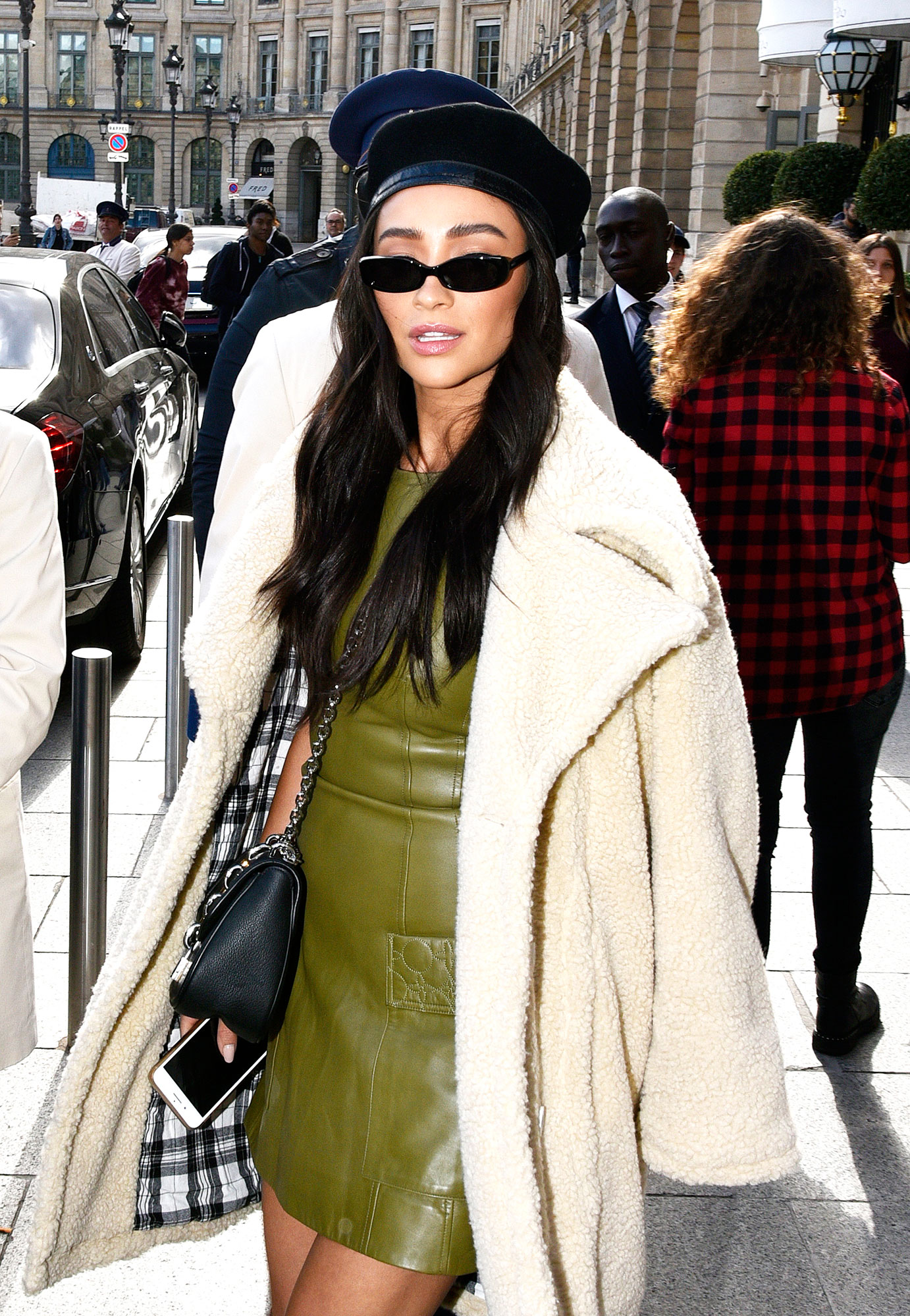 "Shay Mitchell beauty - When it comes to Mitchell's day-to-day makeup inspiration, she relies on her awesome glam team and her surroundings. ""I look at magazines, Instagram, places that I travel to and where other people travel to,"" she said."
