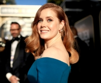 amy-adams-golden-globes-2019-drug-store-hair-product