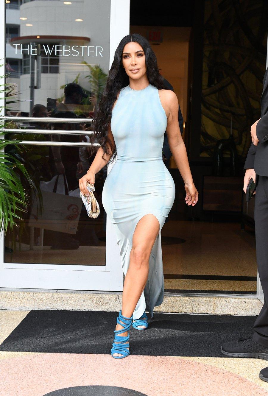 kim kardashian wardrobe malfunction