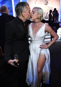 Christian Carino Lady Gaga SAG awards 2019 kiss