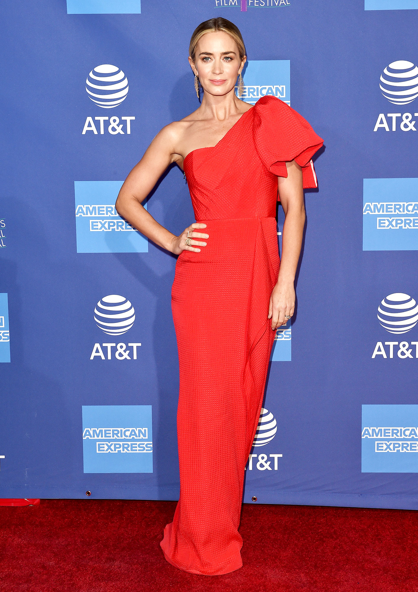 red carpet gallery for Stylish - Red Emily Blunt - In a silk jacquard Roland Mouret on Jan. 3.