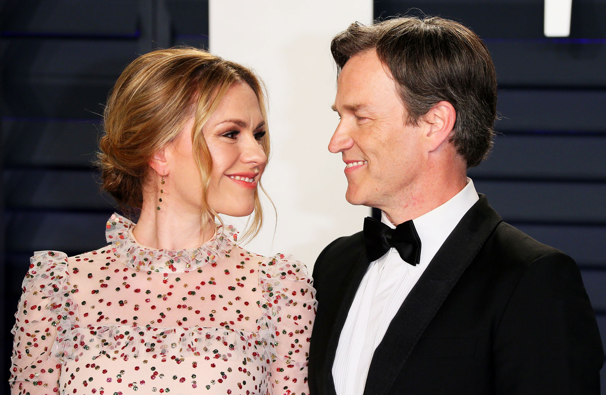 Anna Paquin Says She and Husband Stephen Moyer Are 'Best Friends' - Actress Anna Paquin and husband actor Stephen Moyer attend the 2019 Vanity Fair Oscar Party following the 91st Academy Awards at The Wallis Annenberg Center for the Performing Arts in Beverly Hills on February 21, 2019.