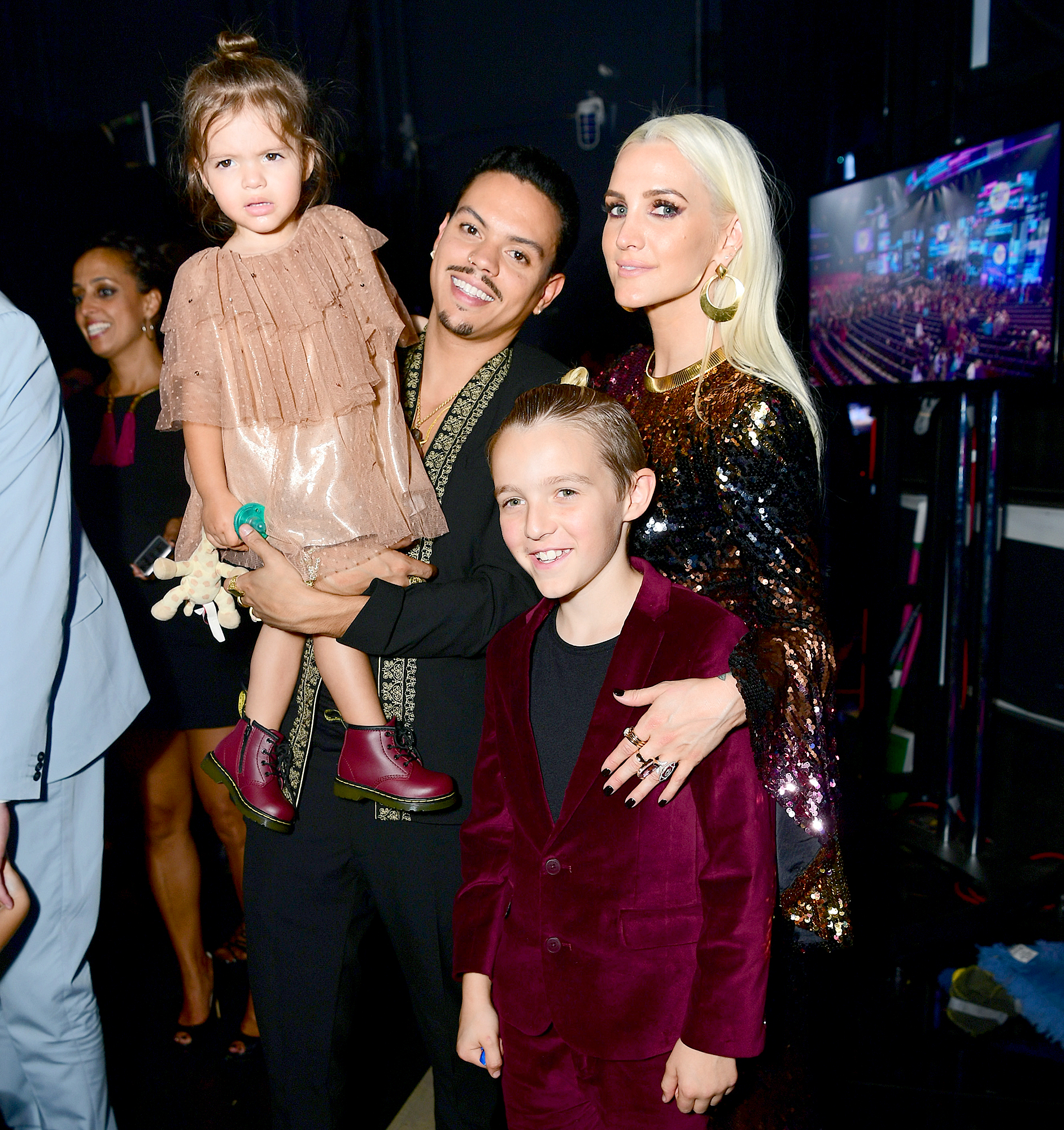 Ashlee-Simpson-and-Evan-Ross-kids - Evan Ross and Ashlee Simpson attend the 2017 American Music Awards at Microsoft Theater on November 19, 2017 in Los Angeles, California.