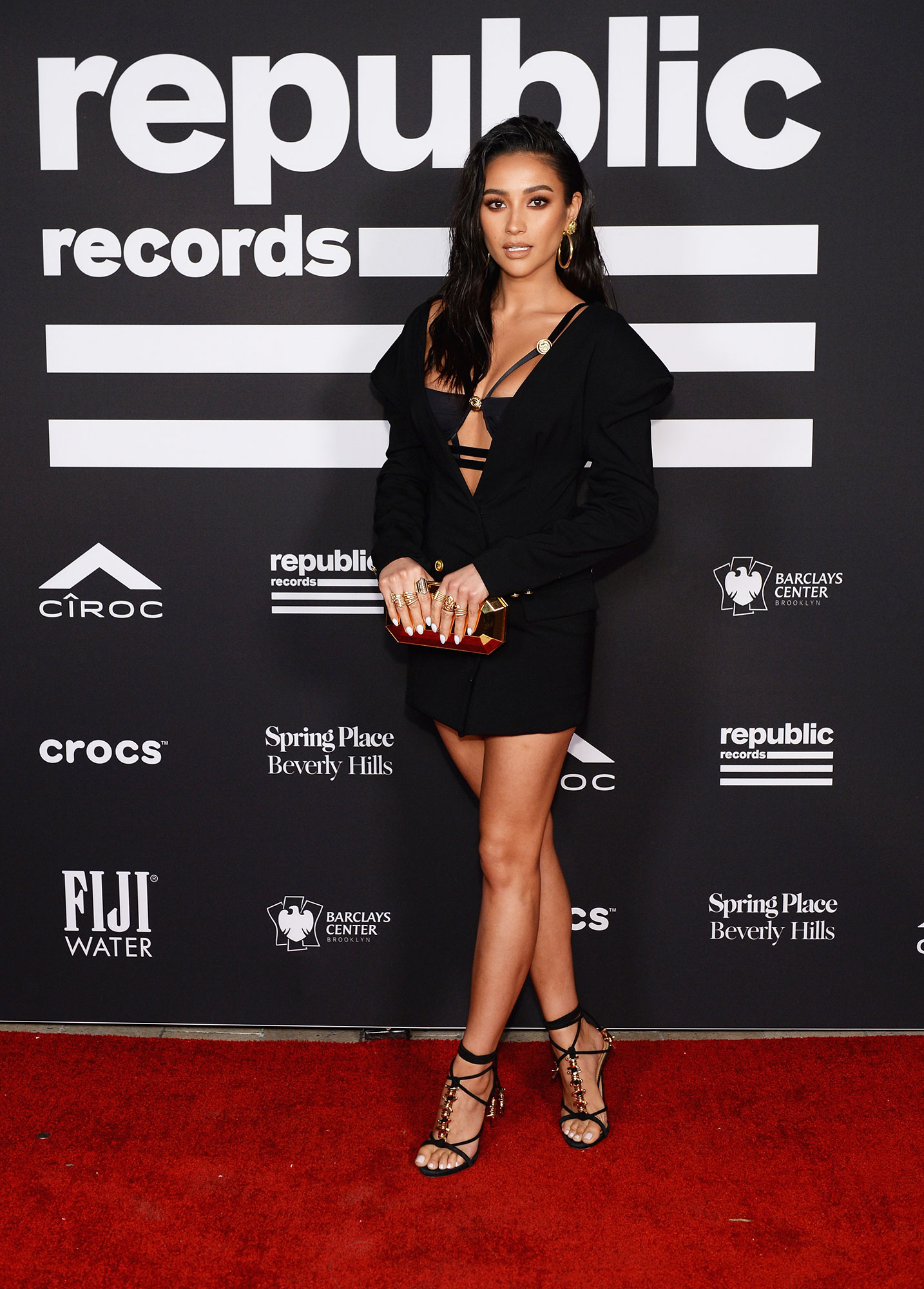 grammys 2019 Shay Mitchell - The Pretty Little Liars star went to the Republic Records Grammy After Party in a sexy black number with a plunging neckline.