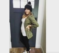 Danielle-Fishel-baby-bump