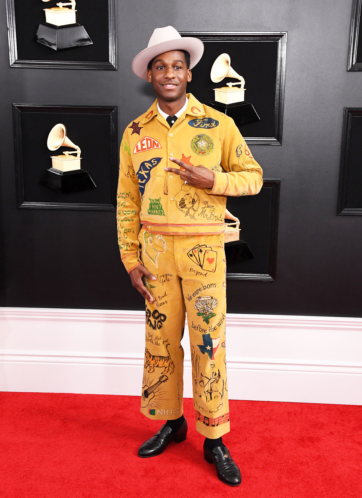 grammys 2019 Leon Bridges - A mustard yellow bespoke Bode two-piece and cowboy hat made for a thematic pairing for the Texas-born singer.