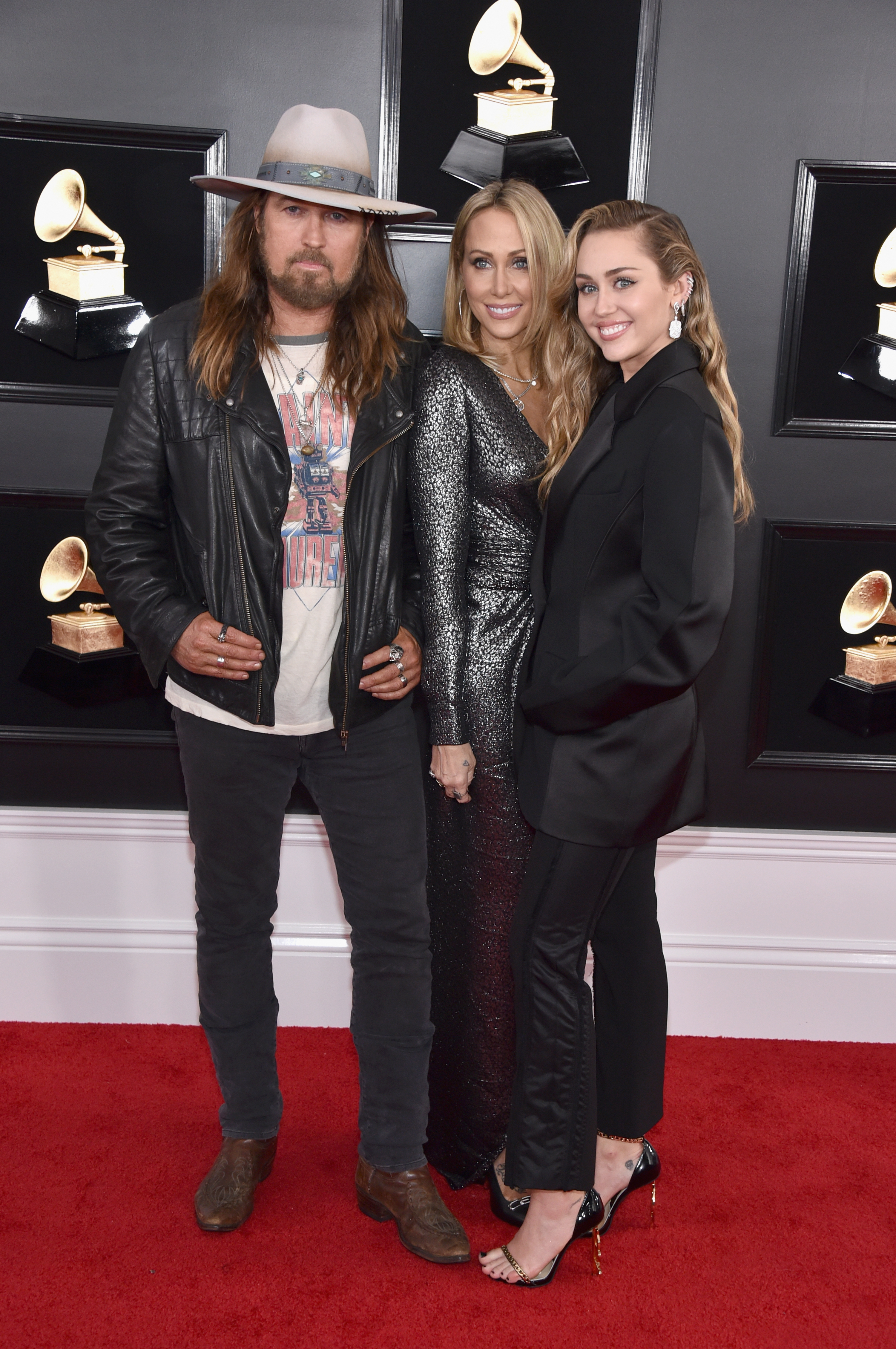 Grammys 2019: Shawn Mendes, Miley Cyrus and More Stars Who Brought Family Members as Dates - The Cyrus family coordinated in all-black at the 2019 Grammys.