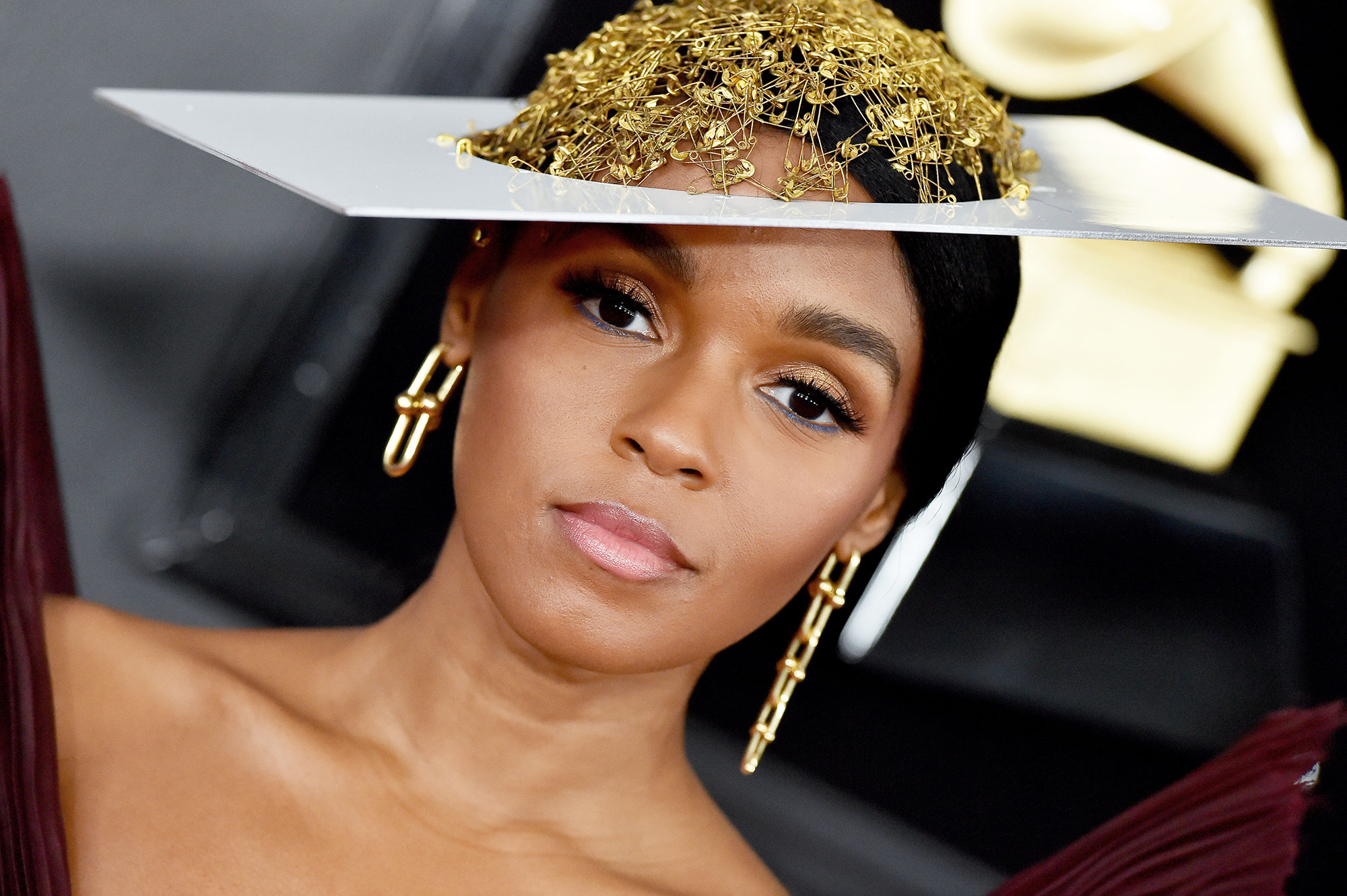 """grammys 2019 - What better look for the Dirty Computer singer than a ladylike space alien? Monae's makeup artist Jessica Smalls describes the look """"as if an extraterrestrial landed on earth and attended the Grammys."""""""