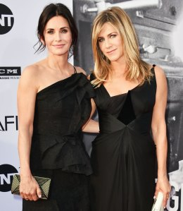 Jennifer Aniston Courteney Cox Airplane Emergency Landing Cabo Girls Trip