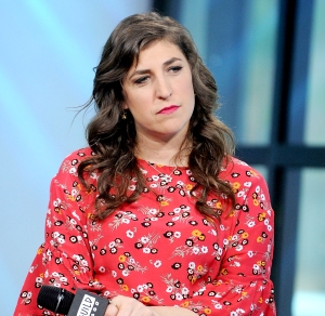 Mayim-Bialik-Slams-United-Airlines-Flight-Attendant
