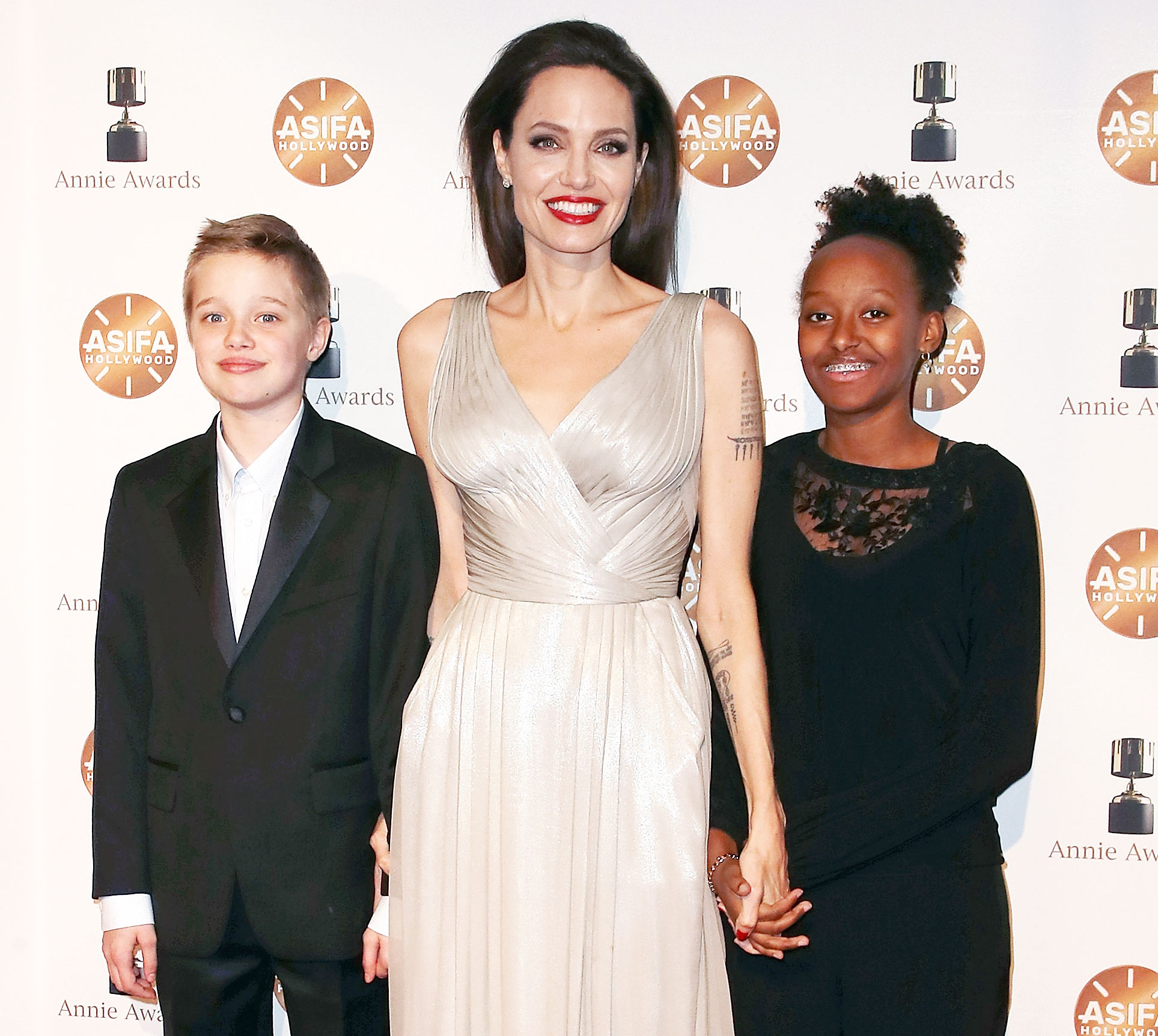 Millie Bobby Brown Zahara Shiloh Hang Out
