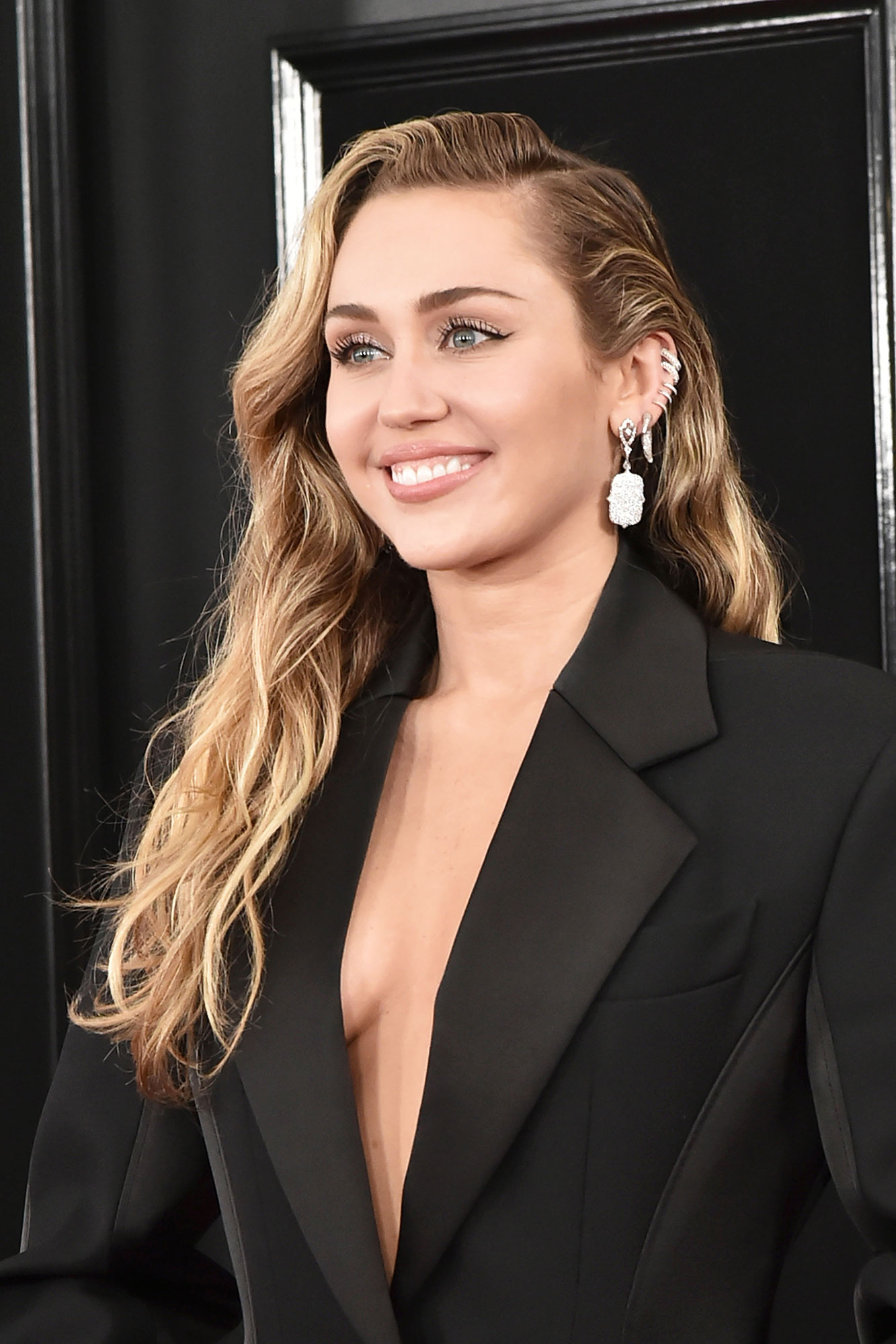 grammys 2019 Miley Cyrus - The Grammys performer tucked her hair behind her ears to show off her five silver hoops cupped and a big sparkly drop earring from Loree Rodkin.