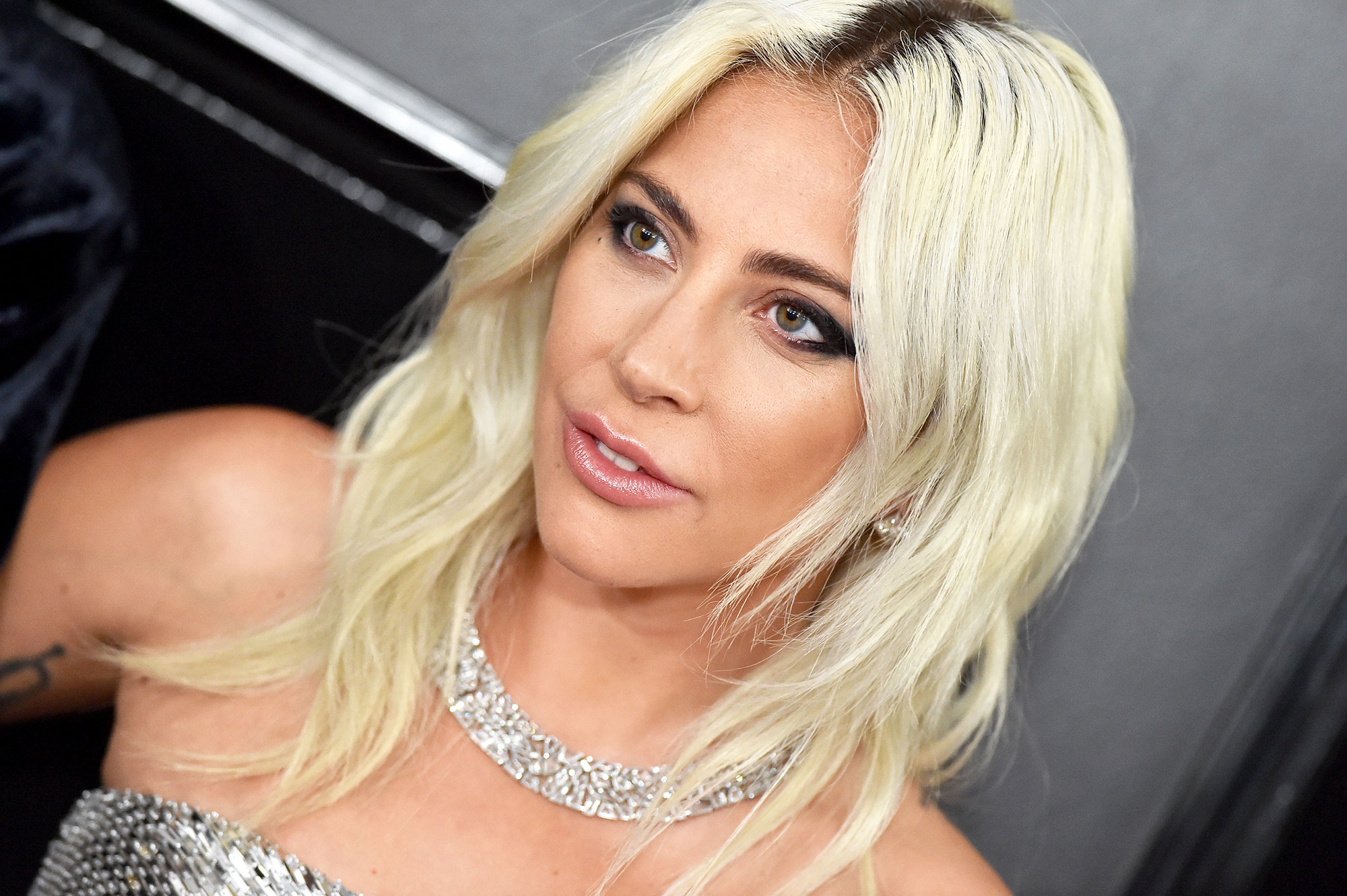 grammys 2019 Lady Gaga - Giving her major star quality, the Grammy winner wore a beautiful Tiffany & Co. necklace that was even shinier than her Celine by Hedi Slimane dress.