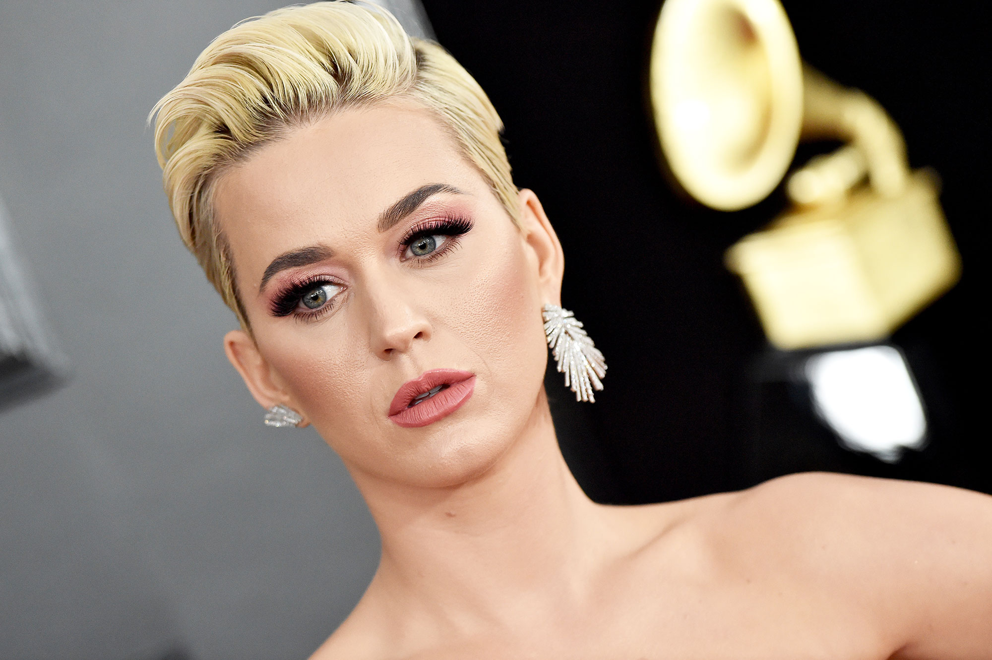 """grammys 2019 Katy Perry - The """"Fireworks"""" singer wore a pair of mismatched earrings from DJULA, with one side falling vertically and the other horizontally."""