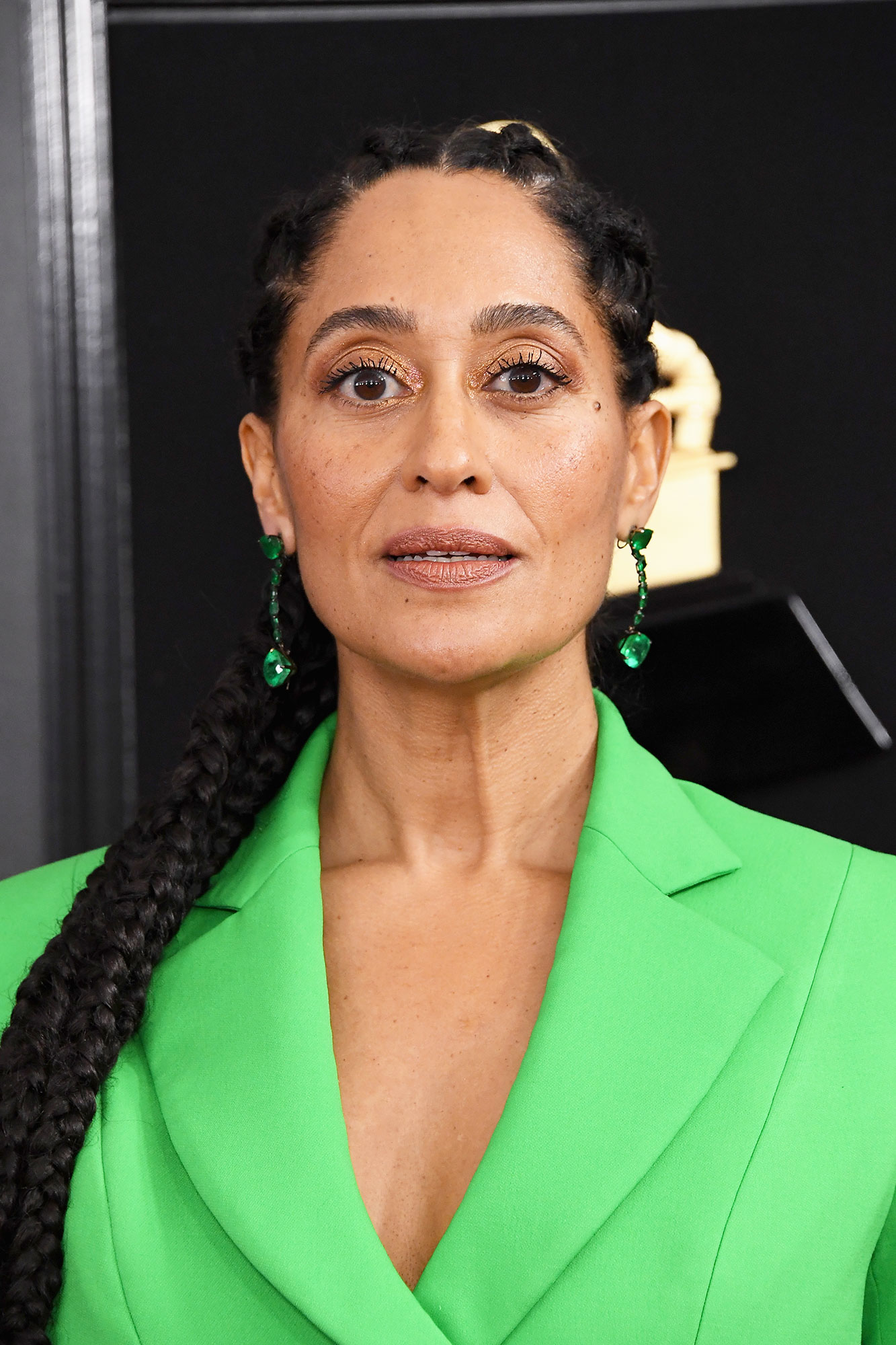 grammys 2019 Tracee Ellis Ross - Keeping everything in the same color family, the Blackish actress wore matching green Lorraine Schwartz earrings.