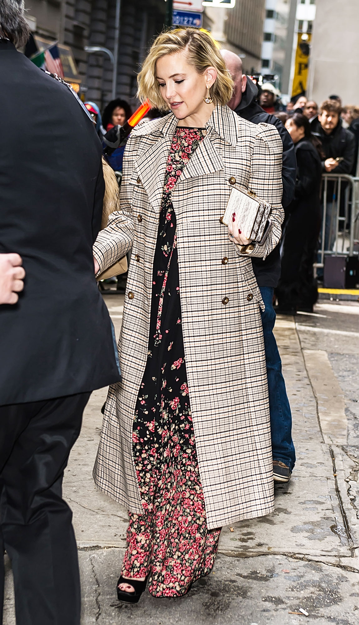 nyfw new york fashion week Kate Hudson - The new mom hit up the Michael Kors fashion show on February 13 wearing a plaid coat over a floral black and pink maxi dress.