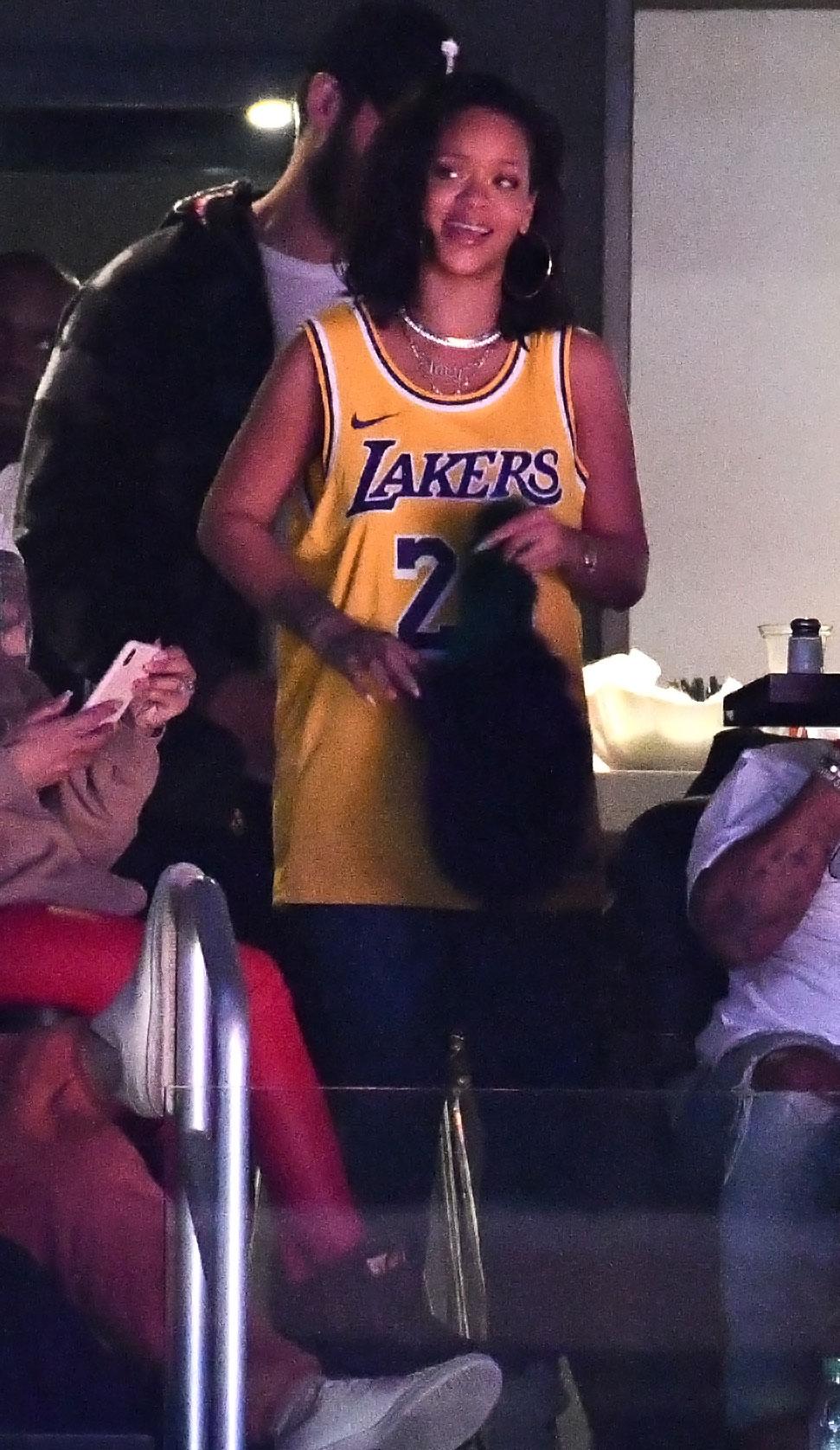 Rihanna At Lakers Game Rihanna Age Albums