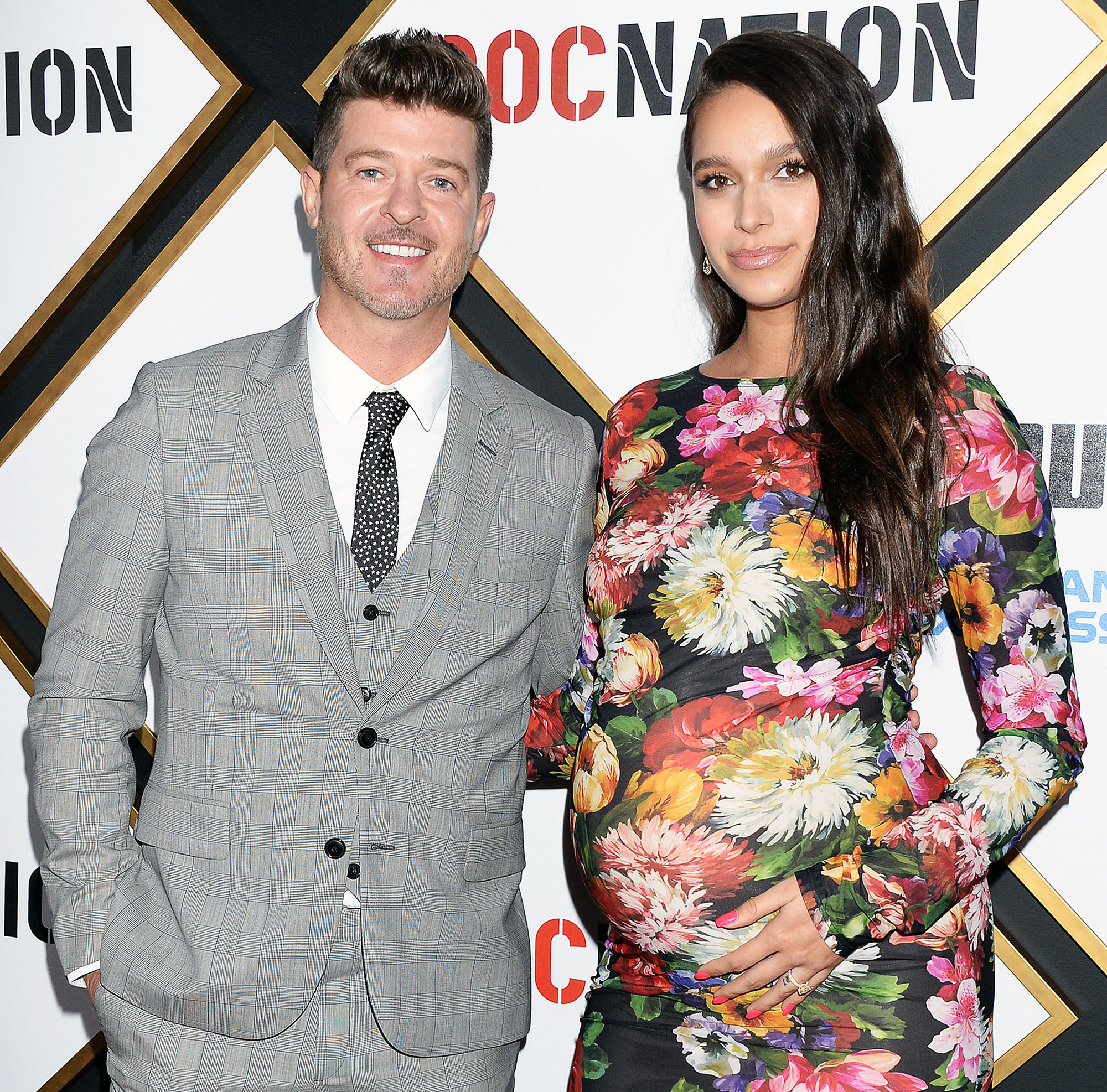 Robin Thicke April Love Geary Bare Baby Bump Mirror Selfie