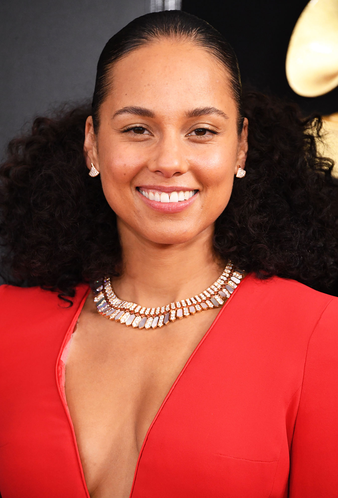 Alicia Keys - The Grammy host is known for her barely there makeup looks, so makeup artist Dotti simply upped her glow game for the awards ceremony by blending the Burt's Bees Complete Nourishment Facial Oil and Goodness Glows Full Coverage Liquid Makeup .