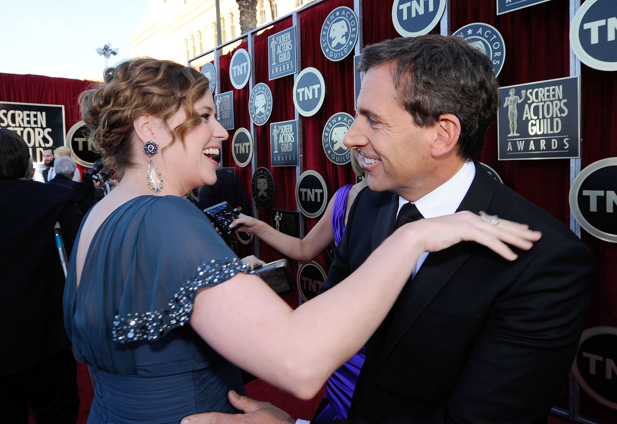 costars reunited the office - Steve Carell surprised former costar Jenna Fischer by jumping out of a box during a Busy Tonight episode in February 2019. The Splitting Up Together actress was brought to tears by his appearance.