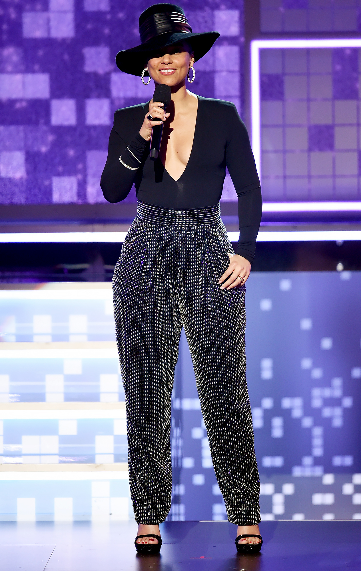 alicia-keys-grammys-2019-looks-6 - The only thing cooler than the songstress' shimmering Balmain trousers?