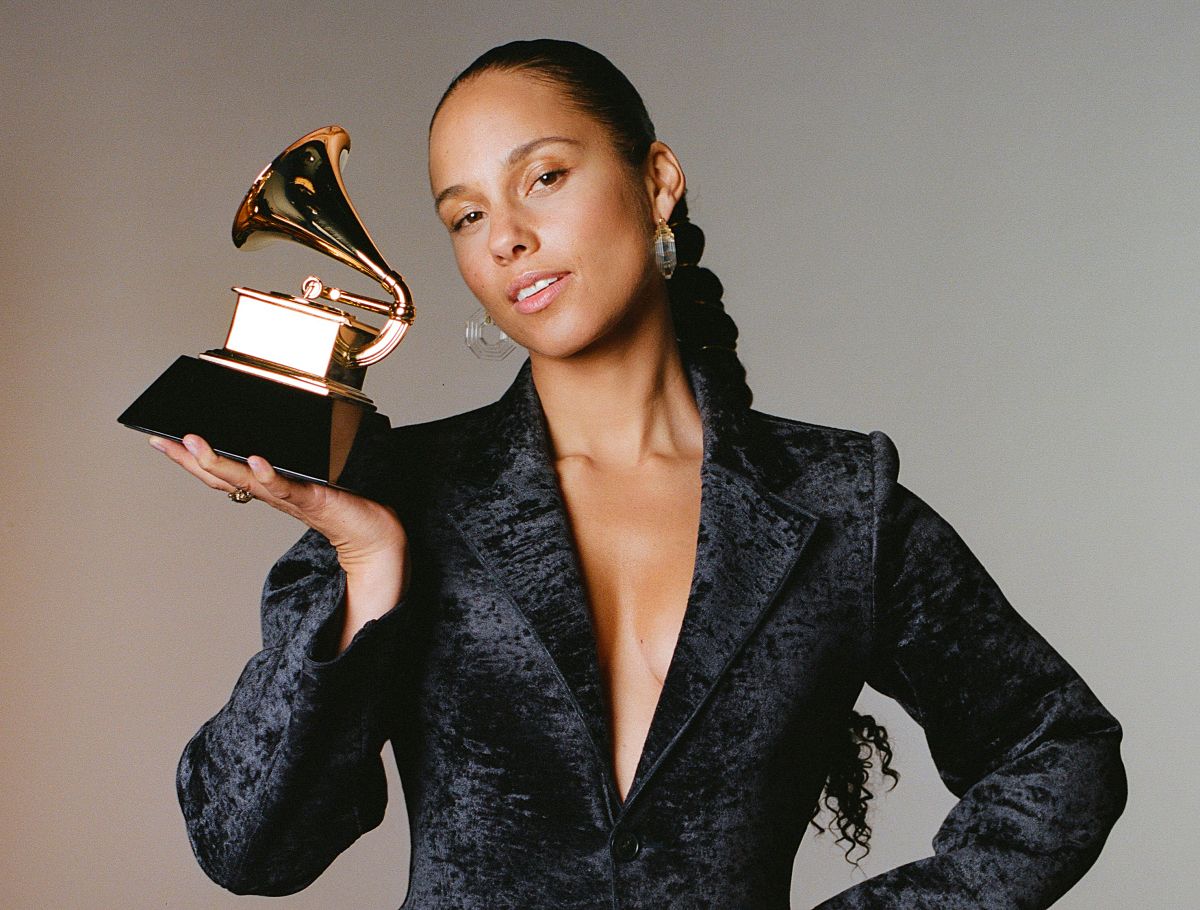 "alicia-keys-grammys-2019-winners - CBS and The Recording AcademyâÂ""¢ announced today that 15-time GRAMMY AwardÃ'® winner Alicia Keys will host THE 61ST ANNUAL GRAMMY AWARDS, marking her first year as master of ceremonies for Music's Biggest NightÃ'®. THE 61ST ANNUAL GRAMMY AWARDS will be broadcast live from STAPLES CENTER in Los Angeles Sunday, Feb. 10 (8:00-11:30 PM, live ET/5:00-8:30 […]"
