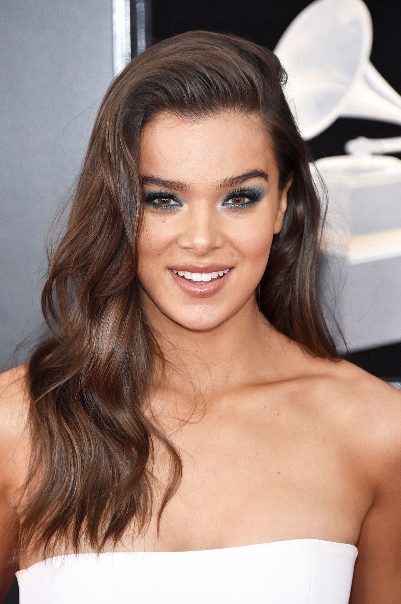 Hailee Steinfeld - The Bumblebee actress' waves at the 2018 Grammys might have looked effortless, but they certainly were not. For loose hold that lasts hairstylist Gregory Russell lightly misted John Frieda Luxurious Volume Forever Full Hairspray onto the section then brushed through before waving with a 1.5 inch flat iron.