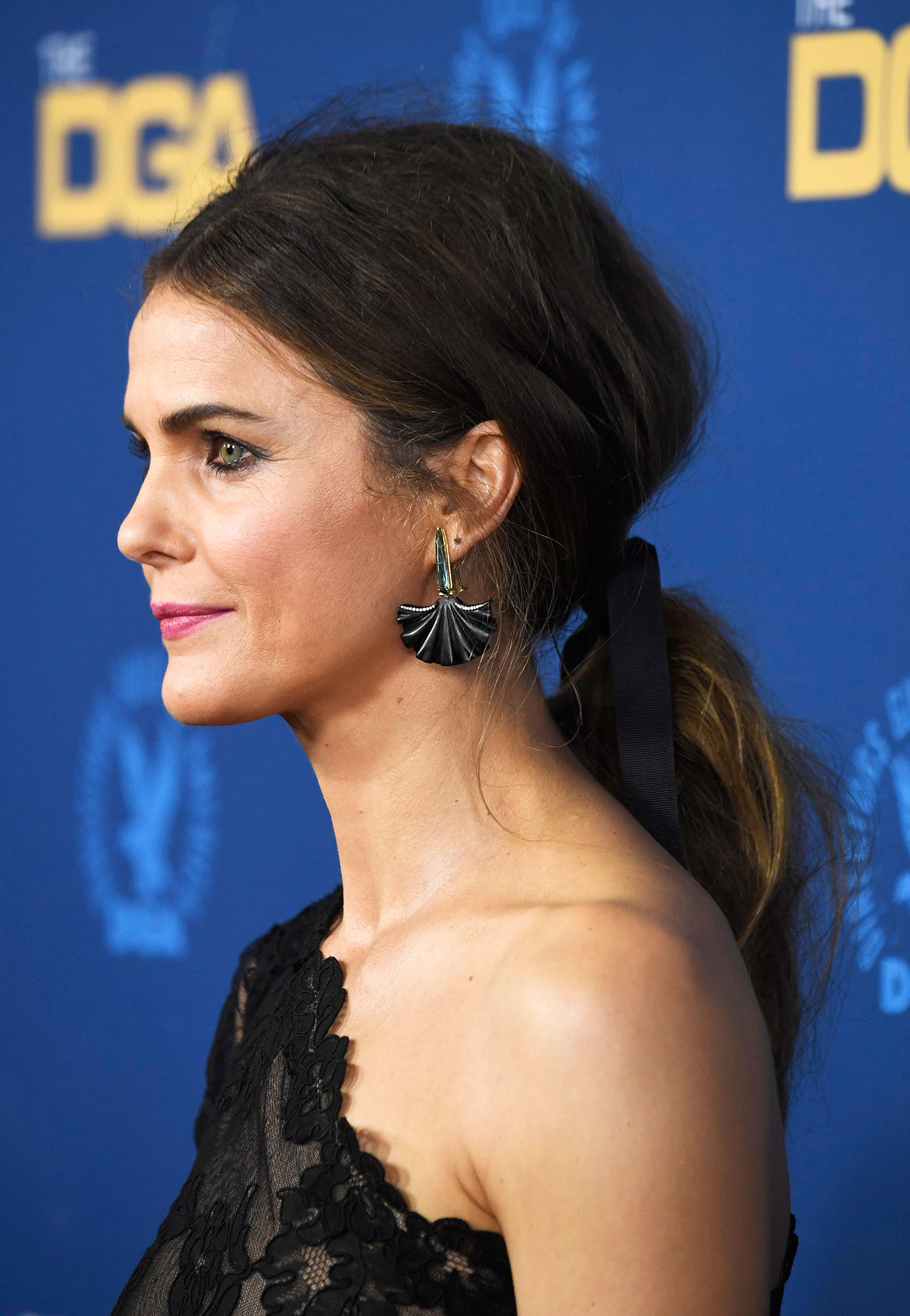 """Keri Russell - Nothing says """"date night"""" like super sexy bedhead, and Ted Gibson crafted the romantic ribbon-adorned undone ponytail for the Americans star at the 2019 Directors Guild Awards. Create texture whether you've got it or not with the Starring by Ted Gibson Shooting Star Texture Meringue ."""