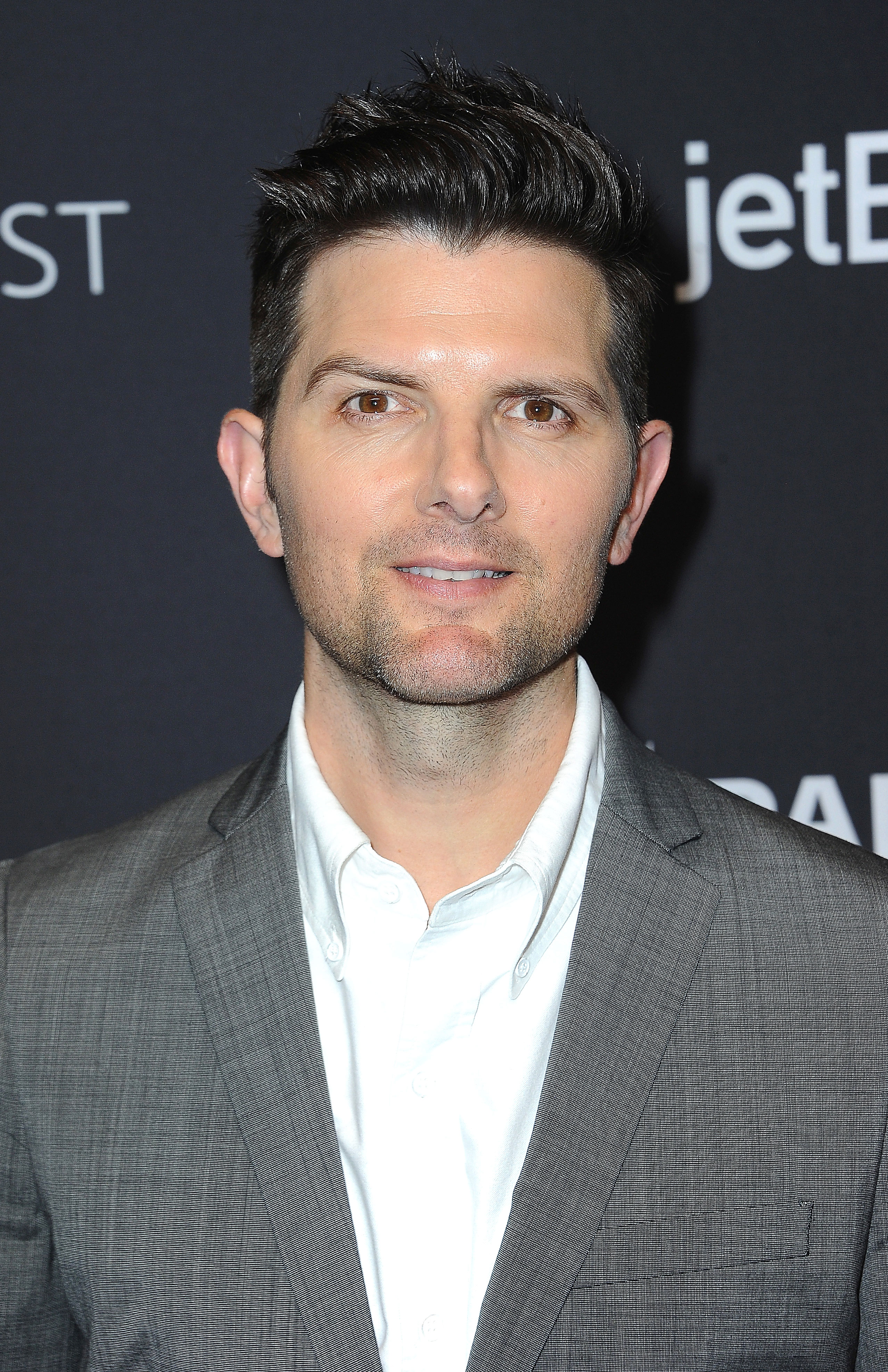 """Every Celeb Appearing on the New 'Twilight Zone' Adam Scott - The series' second episode, """"Nightmare at 30,000 Feet,"""" is based on the 1963 episode, """"Nightmare at 20,000 Feet,"""" as well as the 1983 movie of the same name. Adam Scott portrays Justin Sanderson, a stressed out passenger who makes a disturbing discovery mid-flight."""