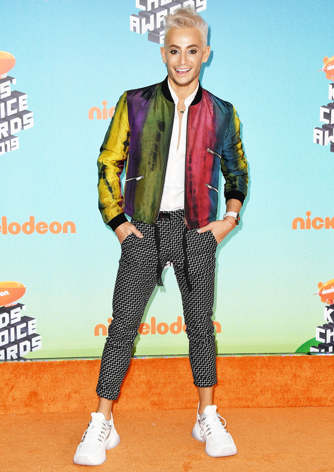 Nickelodeon Kids Choice Awards 2019 Frankie Grande - Ariana Grande's older brother looked fabulous (as always) in a black and white capris, a multi-colored jacket and fresh white kicks.