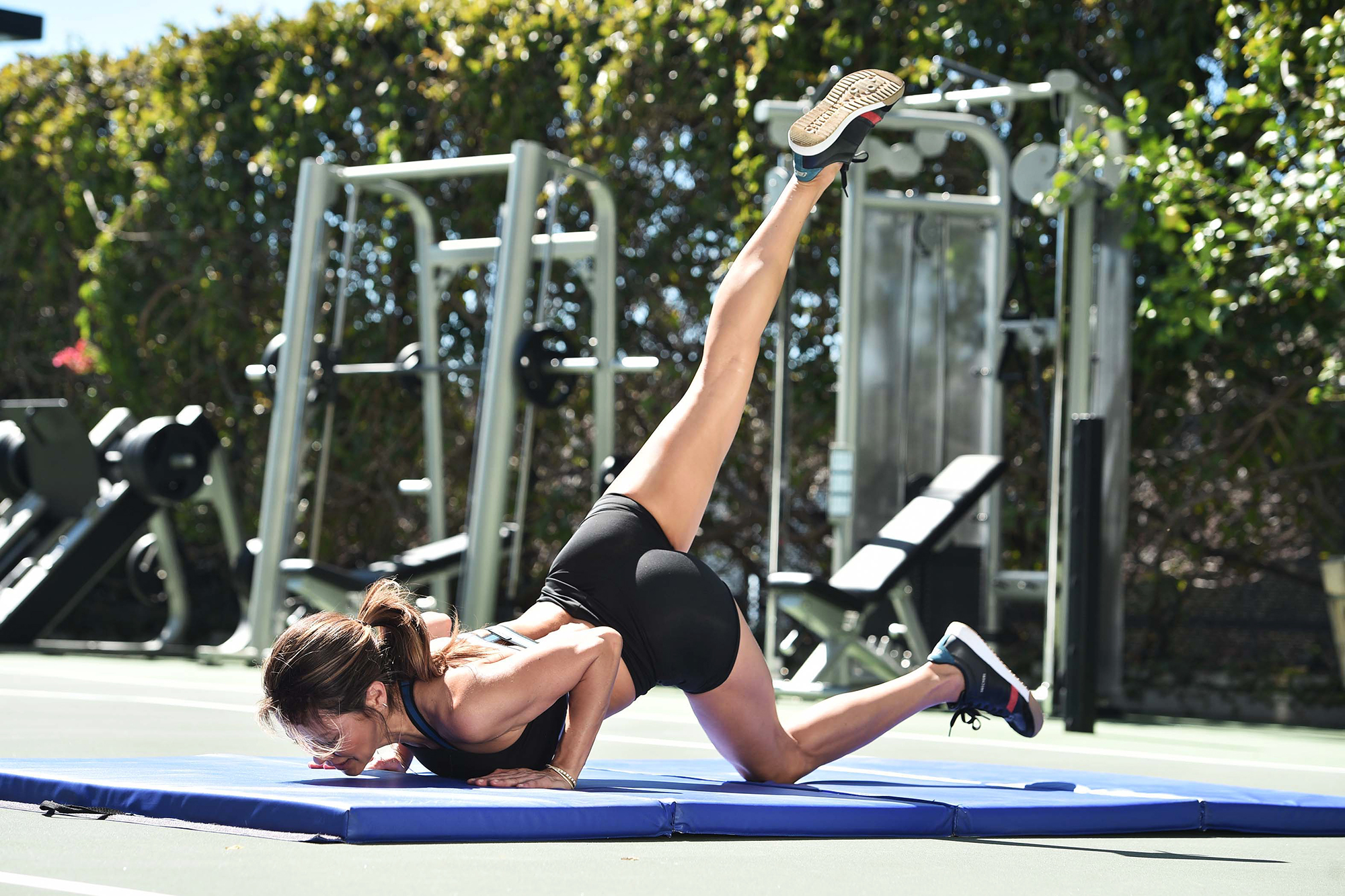 Brooke-Burke's-Go-To-Exercises-to-Do-in-the-Backyard - Make it a compound move!