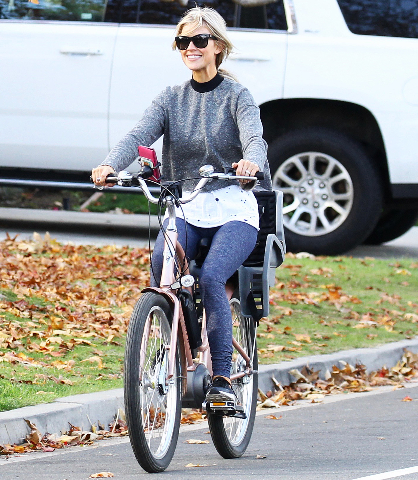 Christina-Anstead-biking - The Flip or Flop star went for a holiday ride with her new husband Ant Anstead in Newport Beach, California on December 25, 2018. Anstead, who also enjoys yoga and group classes like Orangetheory, often jogs outside.