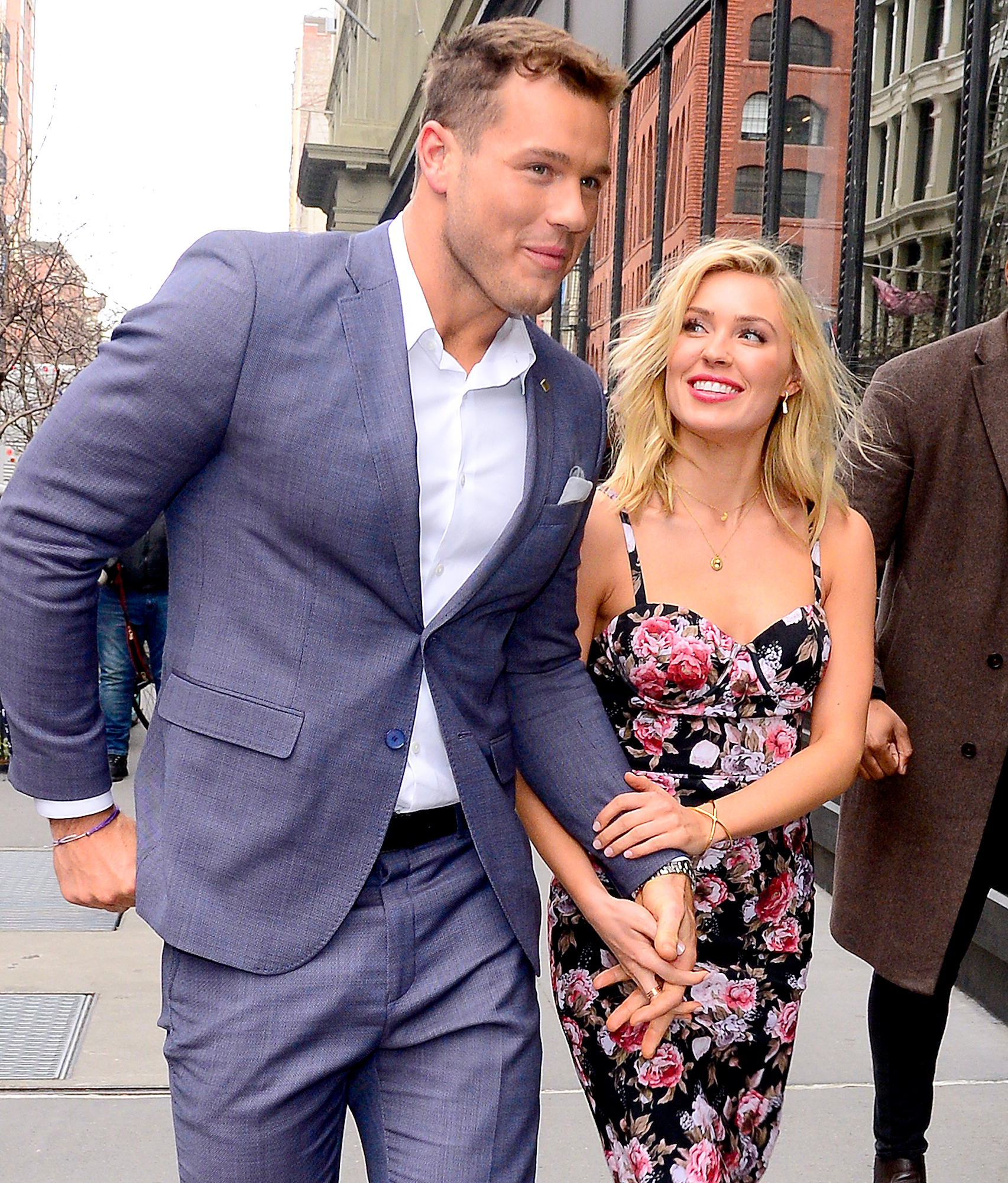 Colton-Underwood-and-Cassie-Randolph-moving