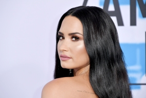 "Demi Lovato Calls Out Body-Shaming Headline: ""I Am More Than My Weight"""