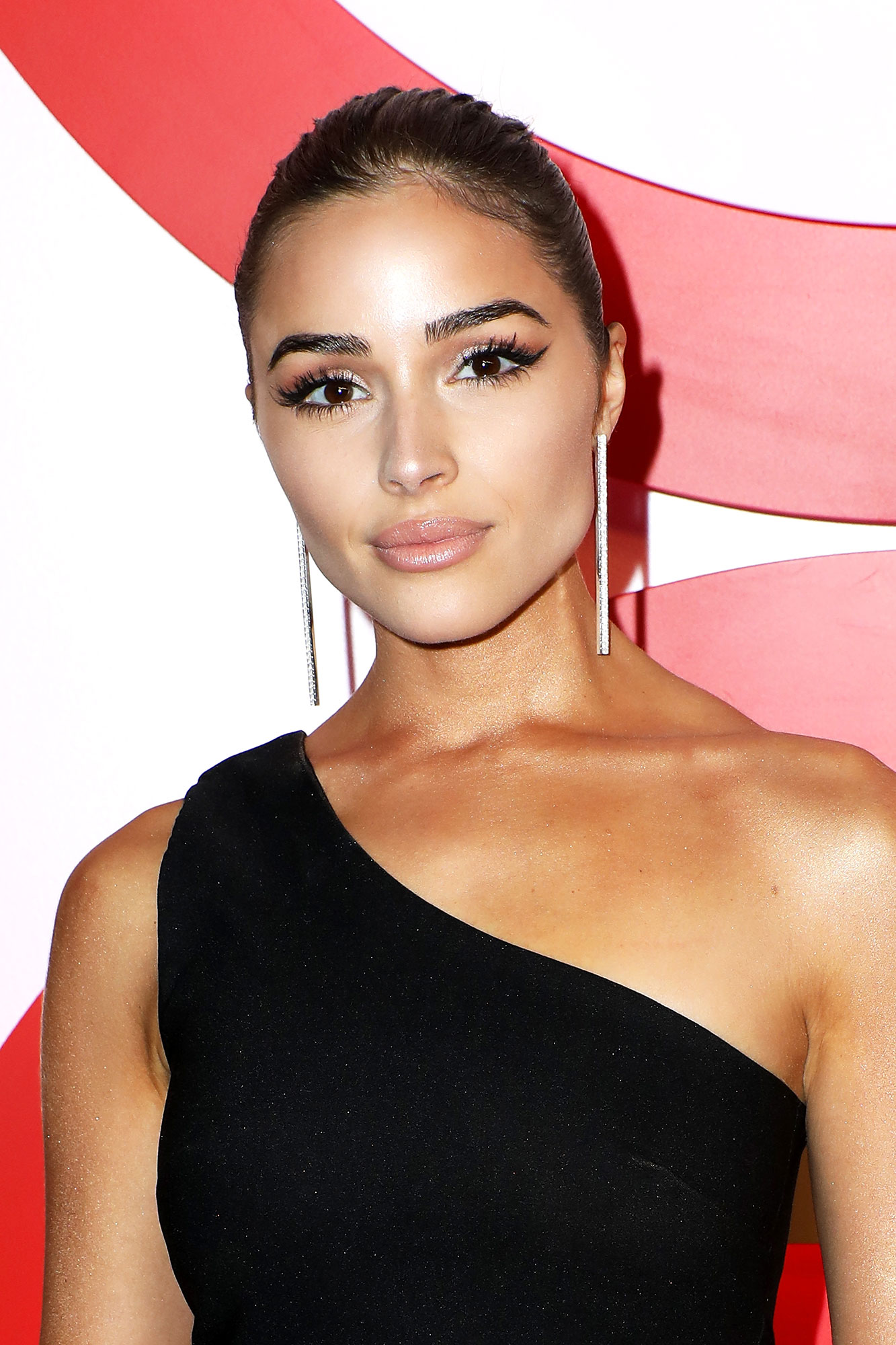 It Just Got Easier to Copy Olivia Culpo¹s Fluttery Lashes - Model and actress Olivia Culpo attends Revolve's second annual #REVOLVEawards at Palms Casino Resort on November 9, 2018 in Las Vegas, Nevada.