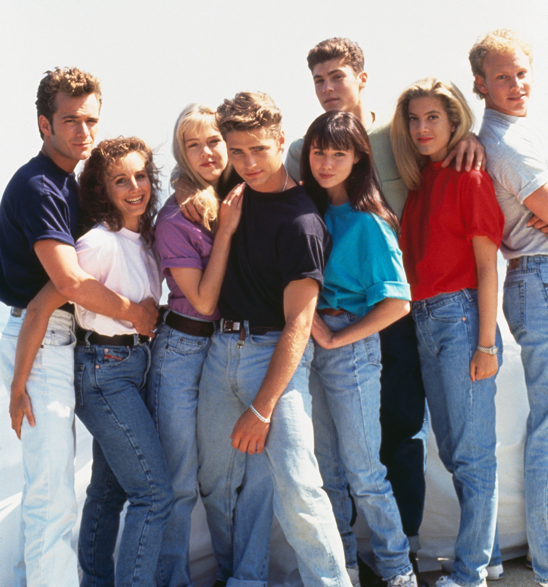 Jason Priestly Breaks Silence After Luke Perry Death - Jennie Garth, Brian Austin Green, Gabrielle Carteris, Jason Priestley, Luke Perry, Ian Ziering, Shannen Doherty and Tori Spelling in Beverly Hills 90210.