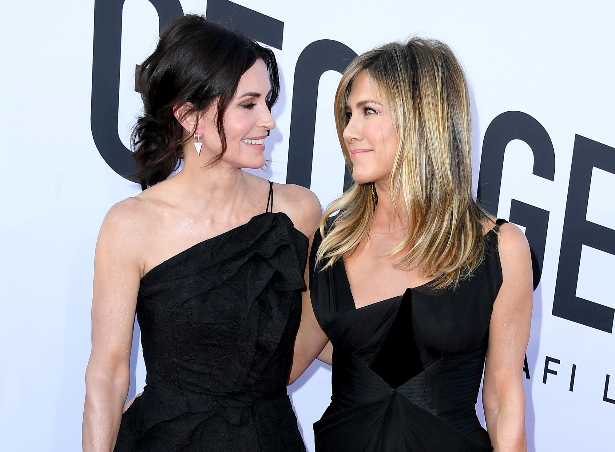 Jennifer Aniston Encouraged Courteney Cox to Post Adorable 'Friends' Apartment Video - Courteney Cox and Jennifer Aniston.