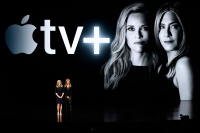 Jennifer-Aniston-and-Reese-Witherspoon-apple