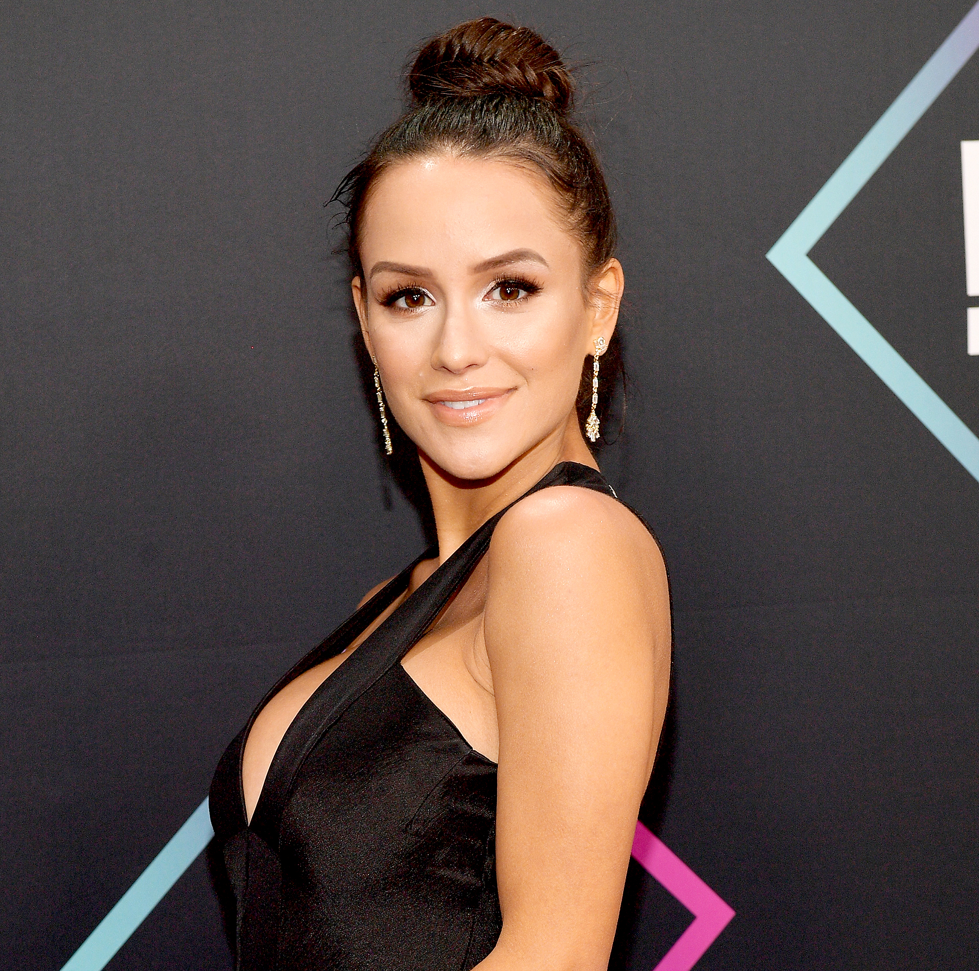 Jessica-Graf-Shows-Off-Her-Post-Baby-Body-1-Week-After-Giving-Birth-1 - Jessica Graf attends the People's Choice Awards 2018 at Barker Hangar on November 11, 2018 in Santa Monica, California.