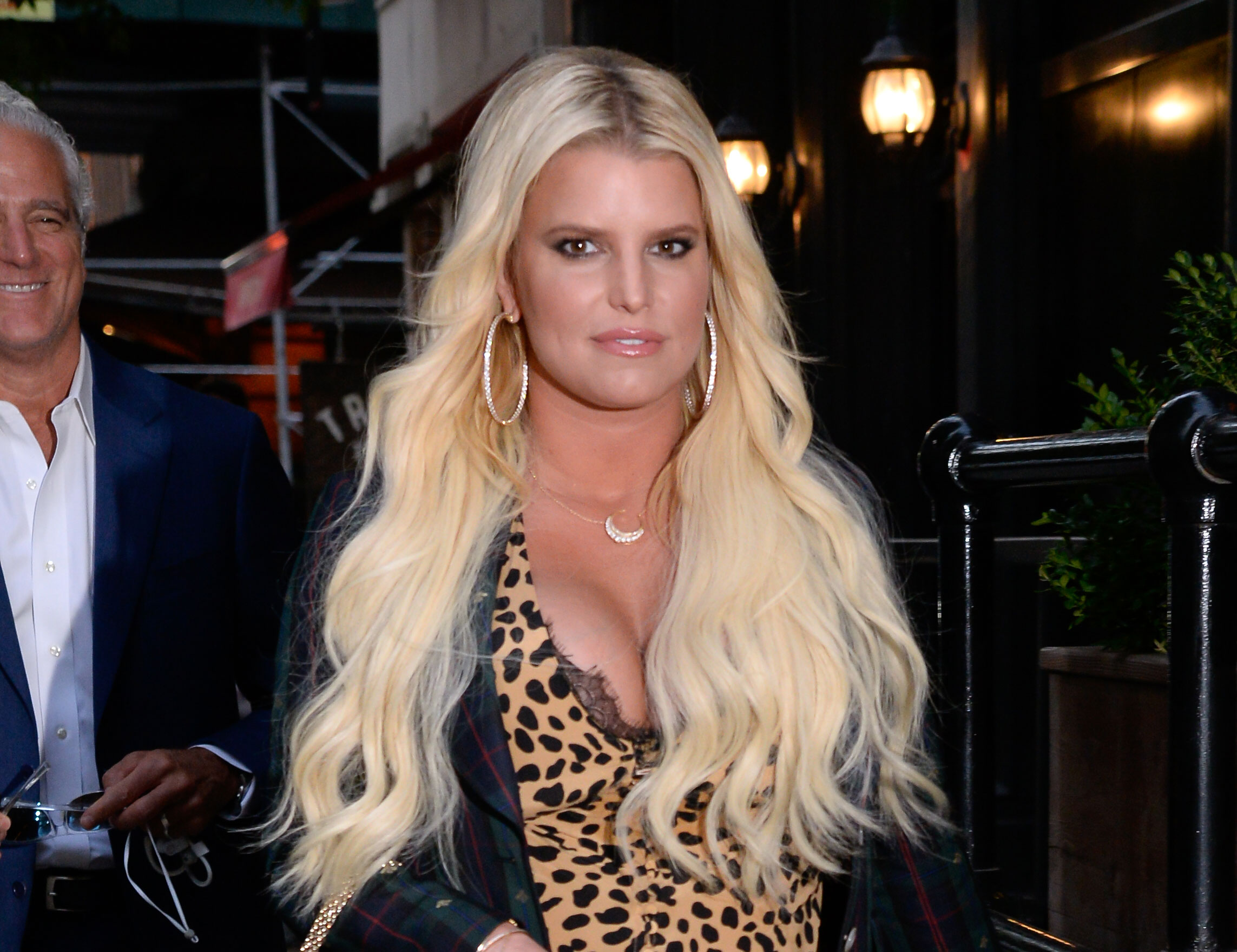 Pregnant Jessica Simpson Spends Week In Hospital With Bronchitis