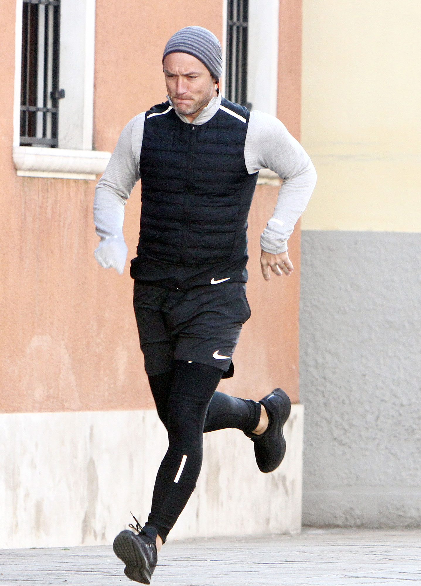 Jude Law Celebrity Joggers - On January 14, 2019, the British actor — and dedicated jogger — took his trainers for a spin on the streets of Venice.
