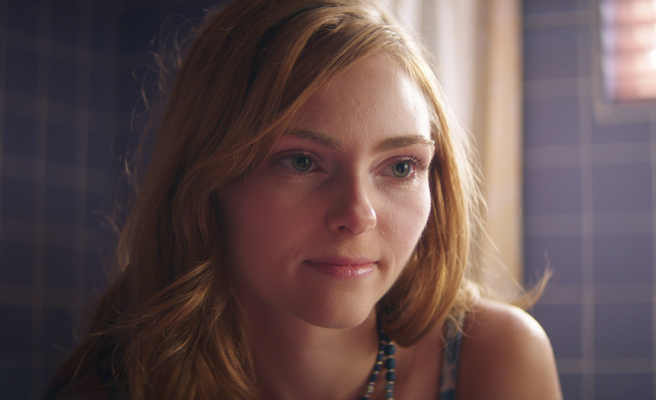 Lacey-(AnnaSophia-Robb)-The-Act - In the series, AnnaSophia Robb portrays Lacey, a neighbor who Gypsy befriends. After seeing disturbing Facebook posts on Dee Dee's page in June 2015, she tries getting into the house.