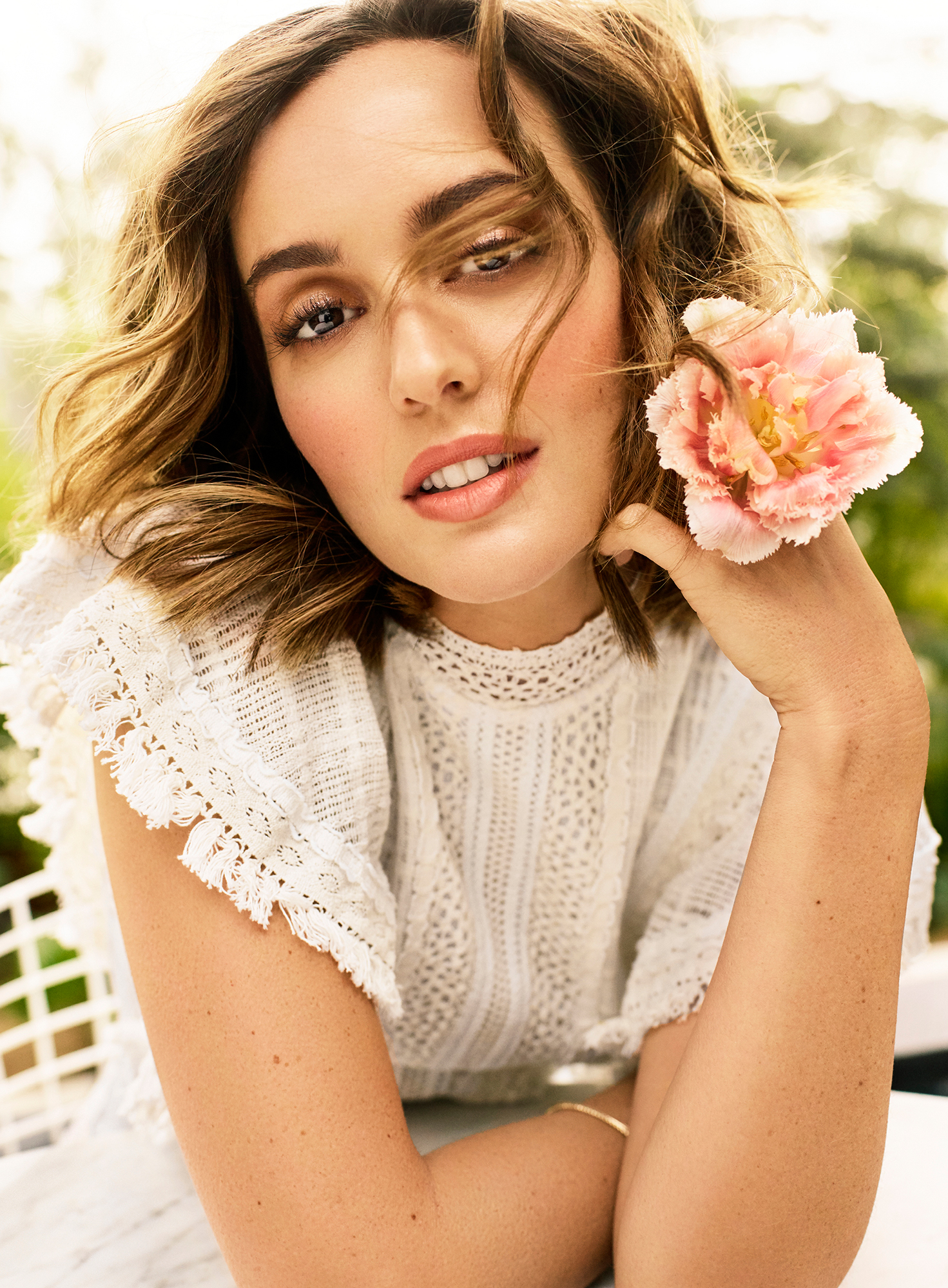 "Leighton Meester Shows Toned Body, Reveals Her No-Fail Diet Method - ""I just don't believe in balance. I think that's not possible if you're a working mother — and with single mothers, I can­not even imagine that,"" the actress revealed. And though she makes time ""for soaks in the tub,"" she says, ""there's often a toddler in there with me."""