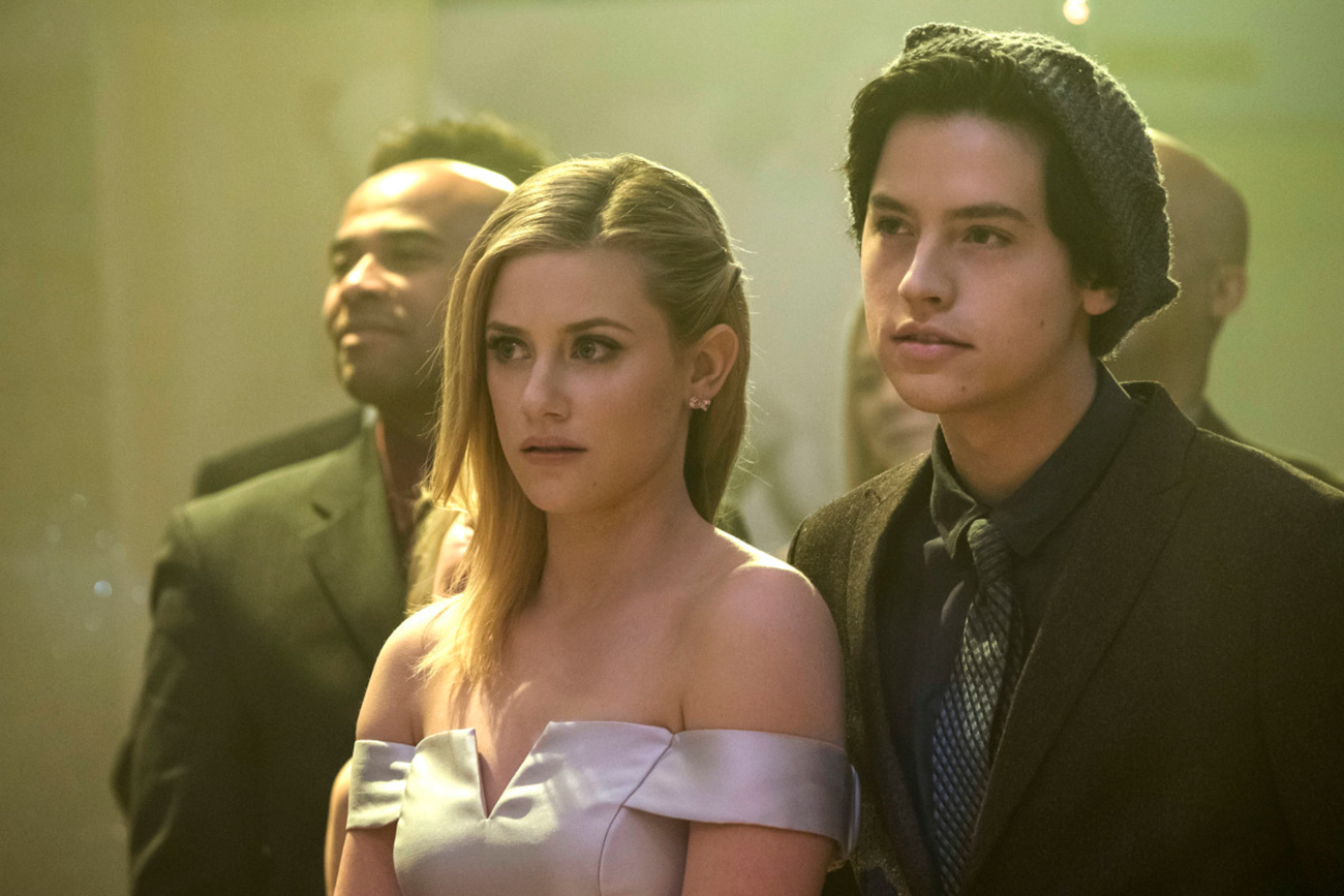 Lili Reinhart and Cole Sprouse Relationship Timeline - The couple hit a relationship milestone in November 2018 after the former child star traveled home to Cleveland with Reinhart for Thanksgiving.