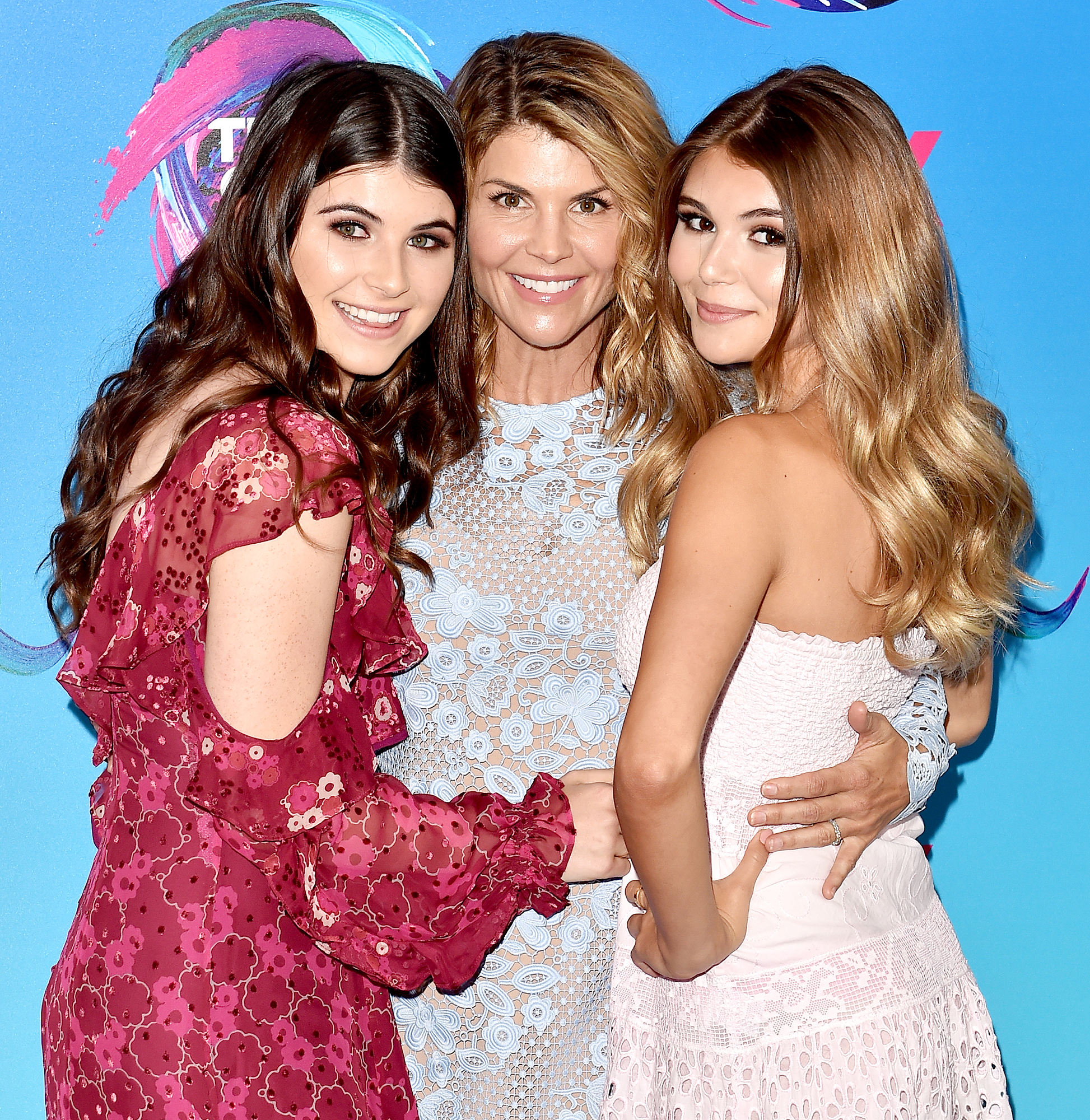 Lori-Loughlin-Said-She-Wasn't-Her-Daughters'-'Friend'-Before-Scandal