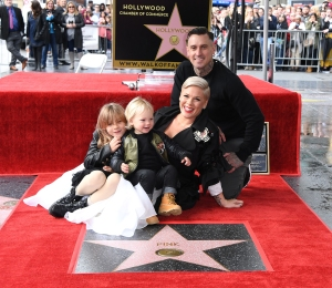Pink Carey Hart Daughter Pops Balloons Pocket Knife