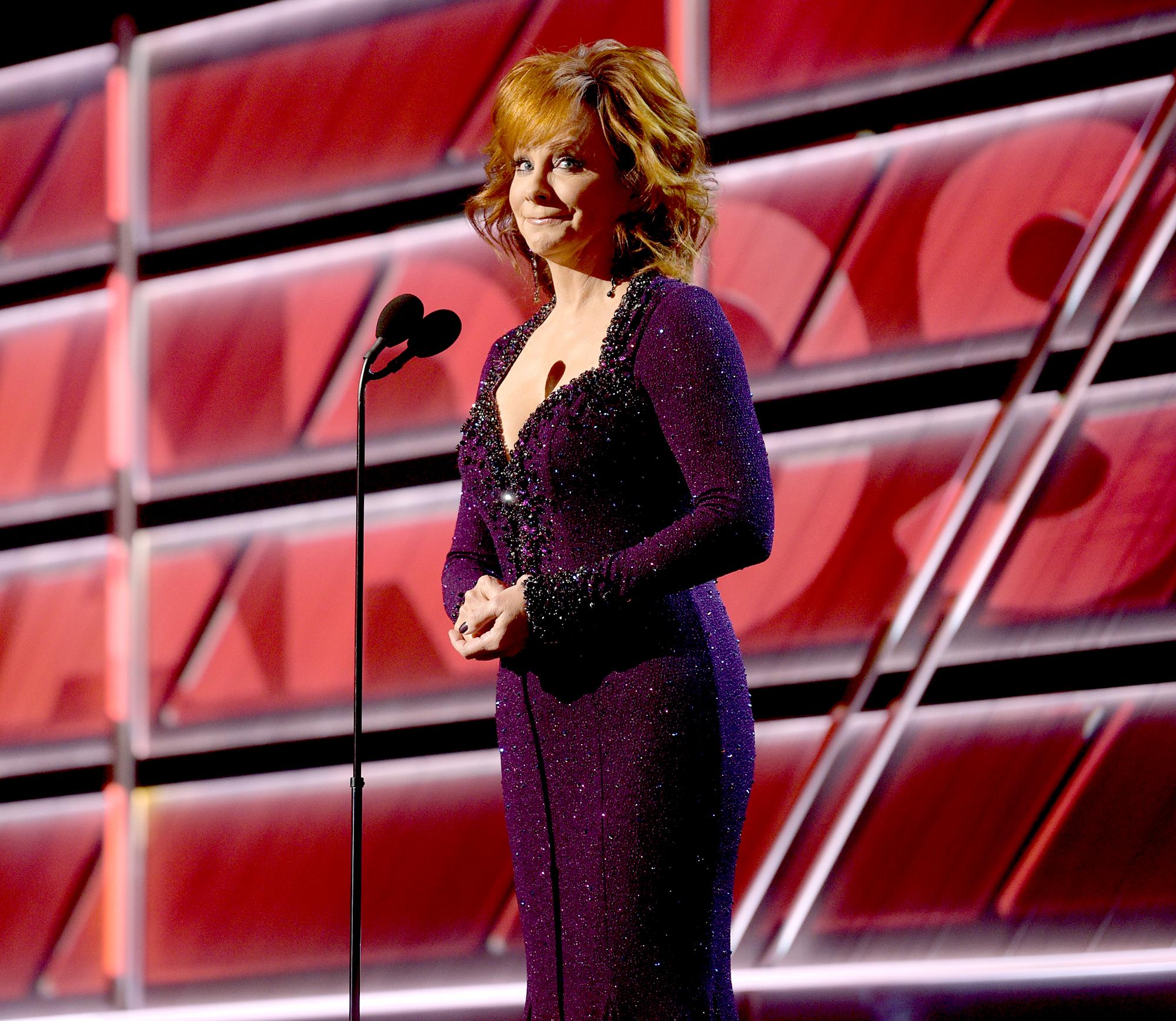 Reba-McEntire-hosting-acm-awards