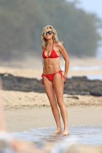 She's Back! Stephanie Pratt Shows Killer Abs on Beach in a Red Triangle Bikini
