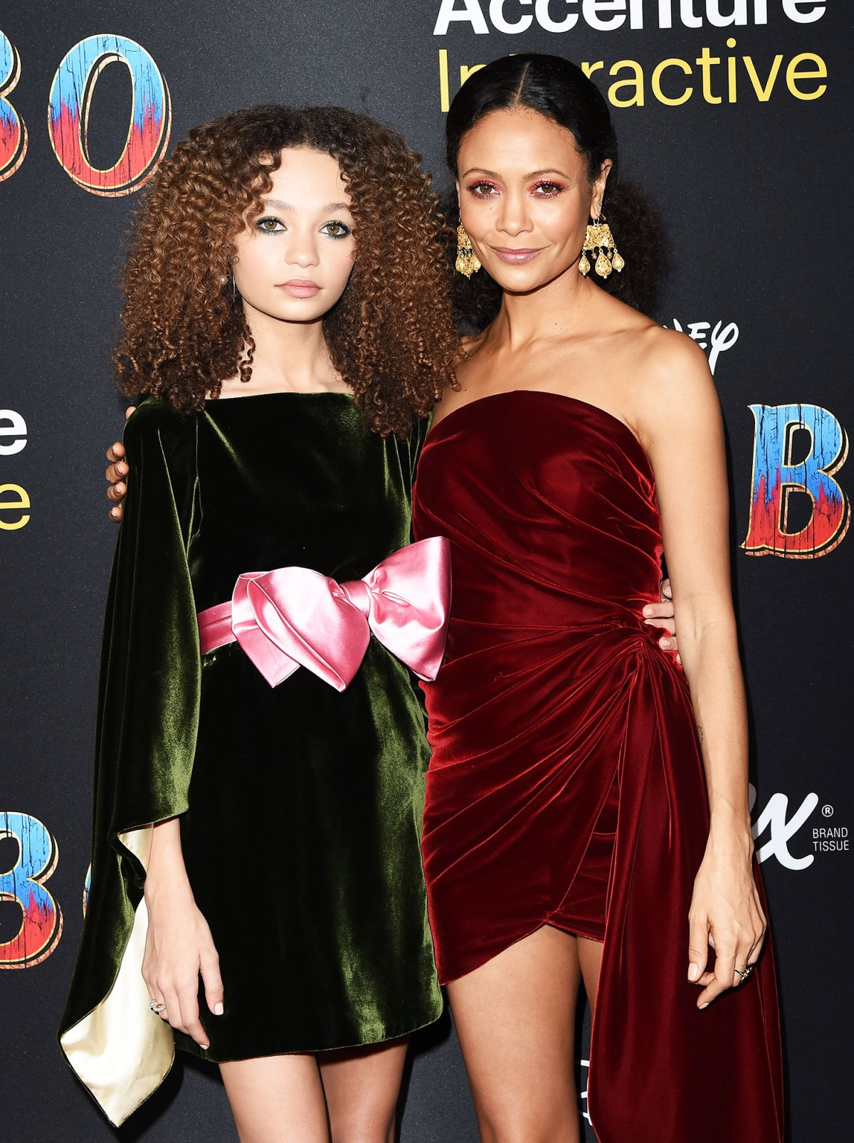 68ebfad01aa2f Celebrity Mother-Daughter Look Alikes With Twinning Style: Pics
